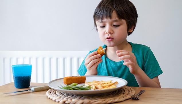 Beri porsi yang sesuai usia dan kebutuhan nutrisi anak